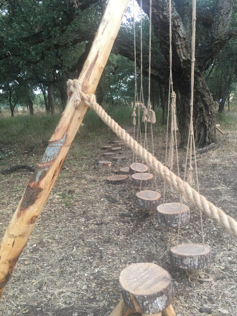 bosco con giochi in legno