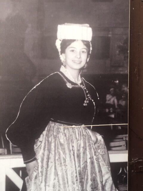 donna con abiti d'epoca scanno