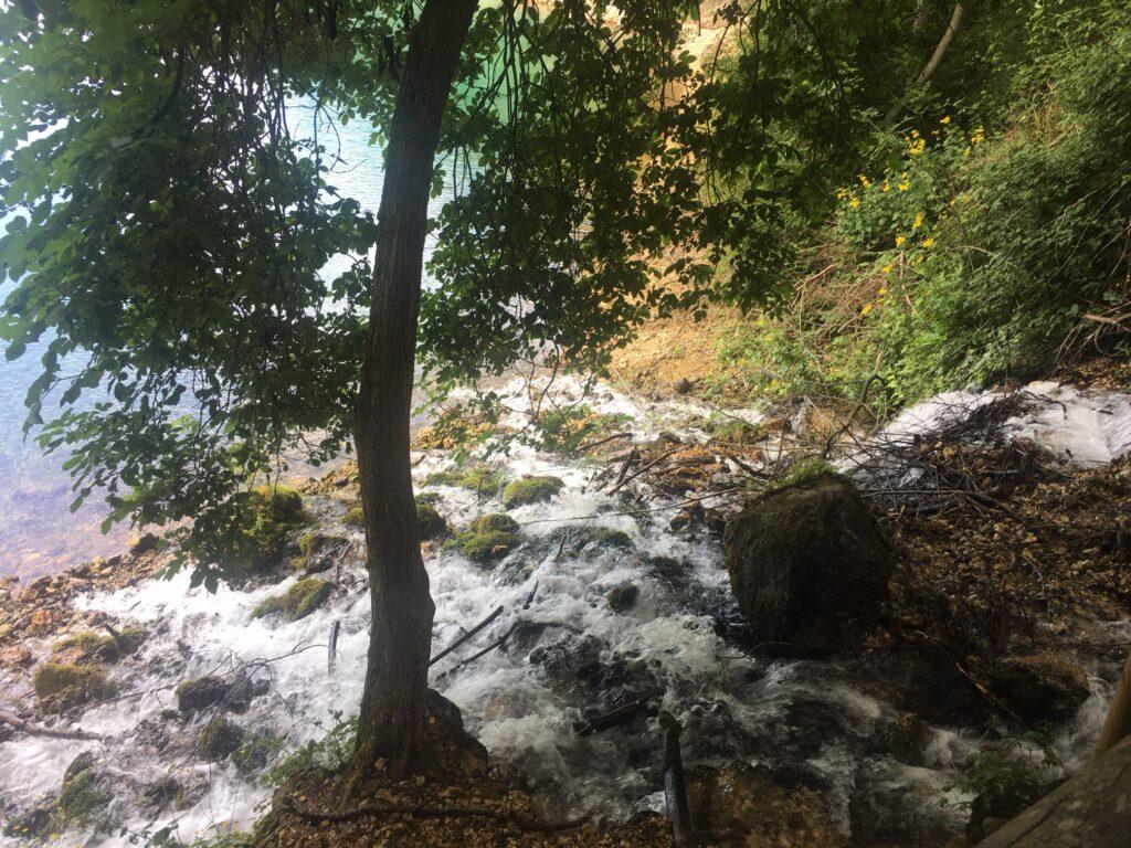 piccola cascata lago san domenico