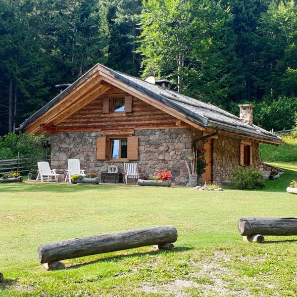 baita in montagna in legno