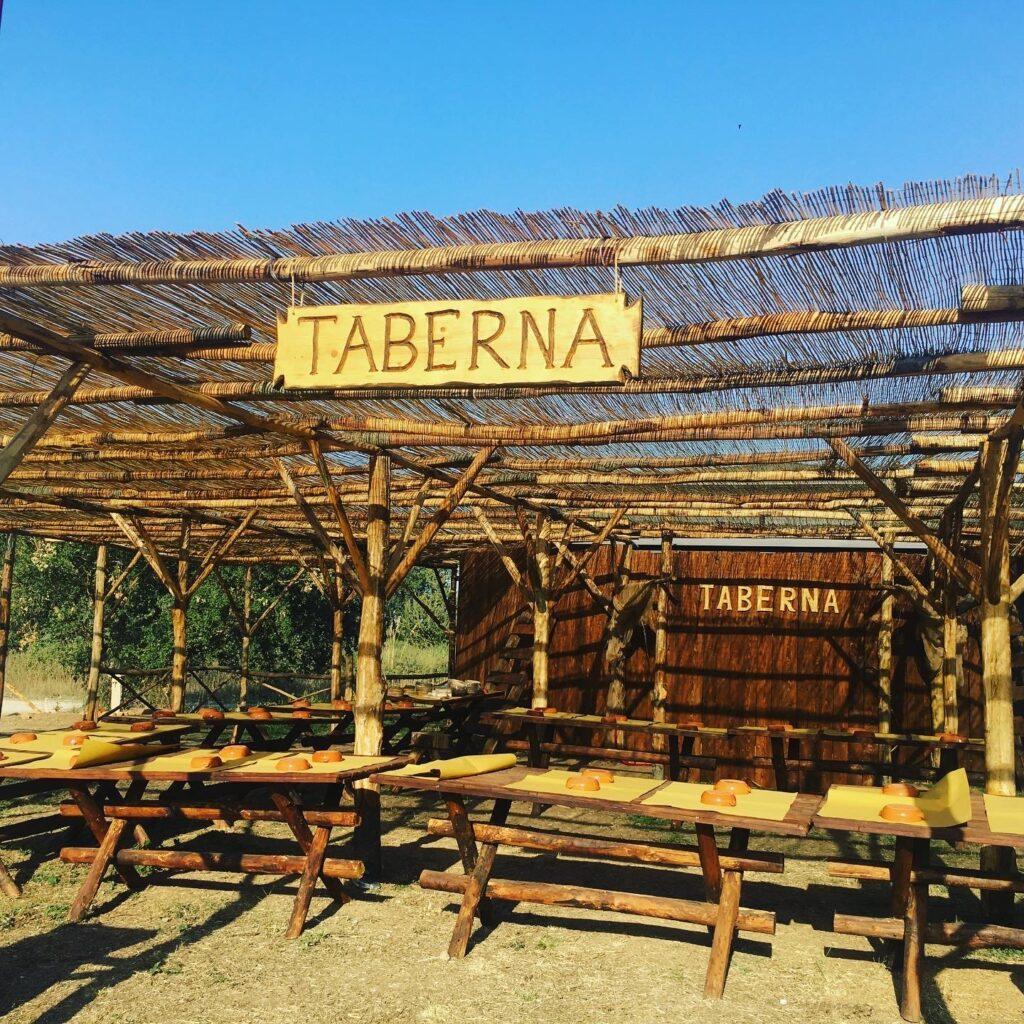 taberna romana con tavolini