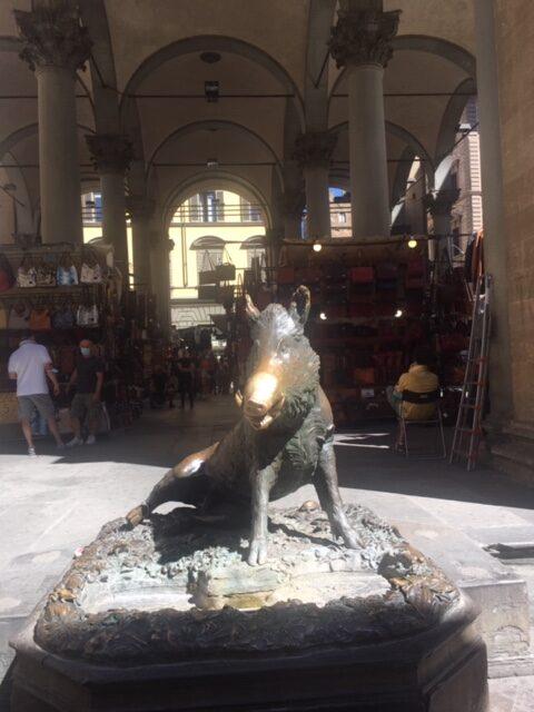 statua di maiale a firenze