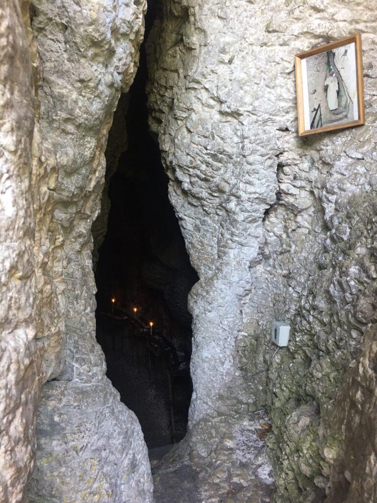 grotta nella roccia